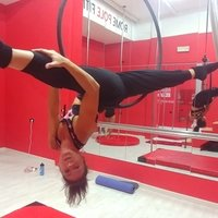 Insegnante di stretching e pole dance, impartisce lezioni private di tonificazione ed allungamento, power stretching e stretching, on line