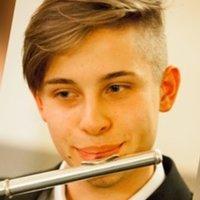 Mi sono formato al liceo musicale S. Pertini e studio da quasi 10 anni  flauto traverso 80a71a9e42